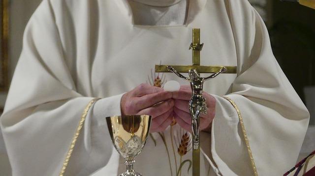 priest-3621038-640