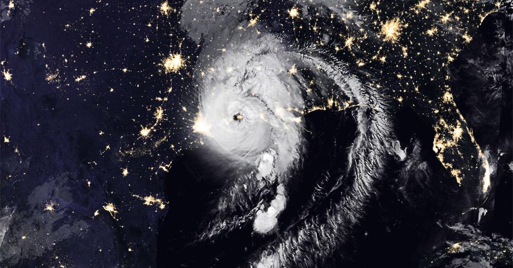 Hurrikan Laura erreicht die US-Küste bei Lake Charles am 27.08.20 | Bildquelle: https://earthobservatory.nasa.gov/images/147180/laura-makes-landfall © NASA | Bilder sind in der Regel urheberrechtlich geschützt