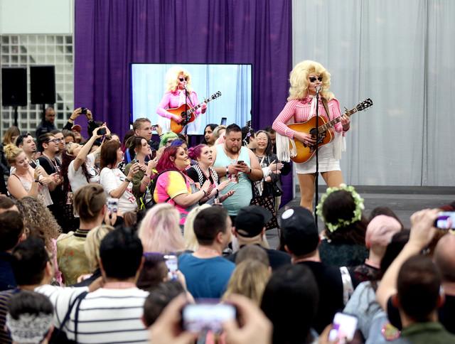 Trixie Mattel Performance Drag Con 05112018 04.jpg