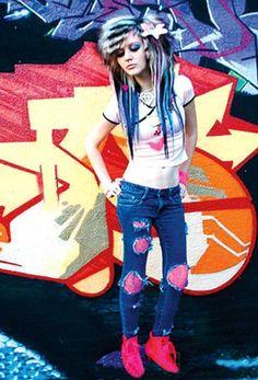 b8a3fda6df6403bca56f0ab2bd9cf0a8-scene-hairstyles-scene-girl