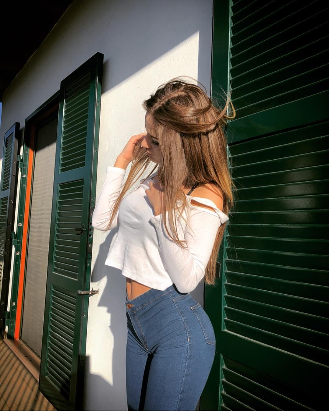 Giulia-Corrado-Wallpapers-Insta-Fit-Bio-9