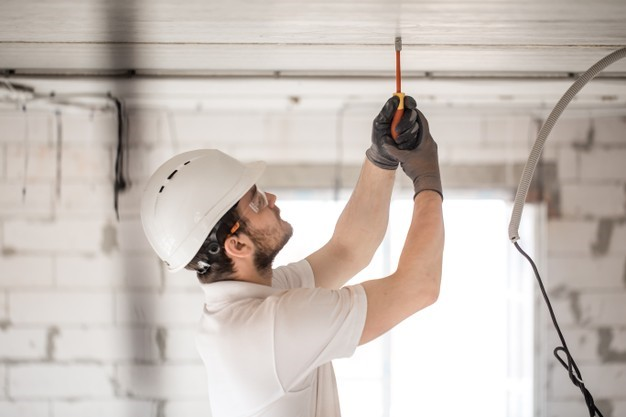 What Are Commercial Contractors and What Do They Do?