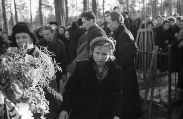Dyatlov pass funerals 9 march 1959 24.jpg