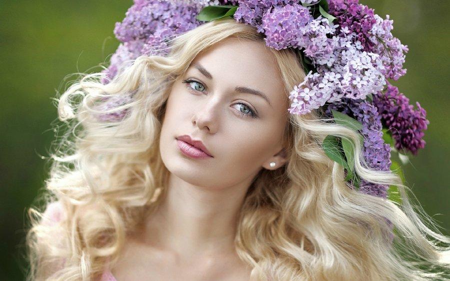 99px-ru-wallpaper-282587-simpatichnaja-blondinka-s-sirenuna-golove-by-zagorodnaya