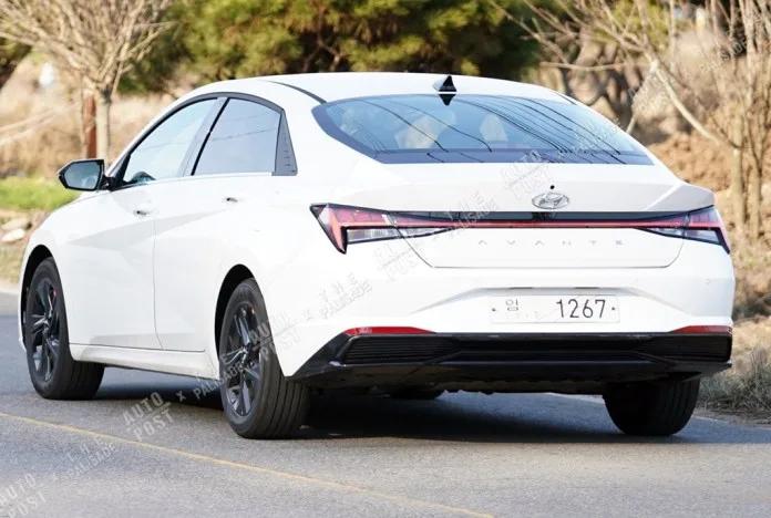 Hyundai Elantra (2021) 11