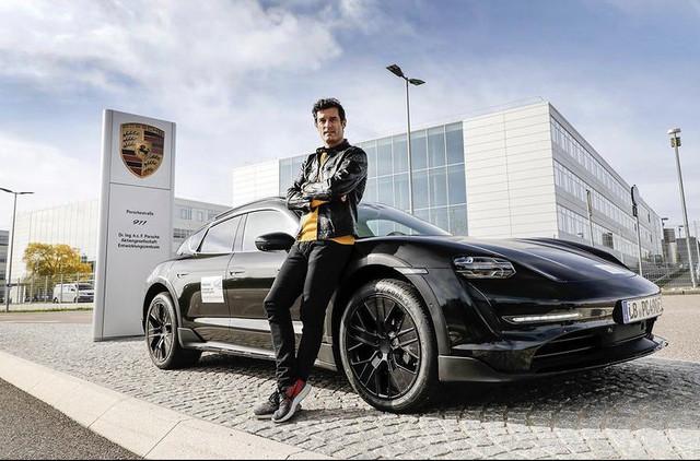 2020 - [Porsche] Taycan Sport Turismo - Page 3 BAF62400-E439-4-C63-B0-F7-35-B8-BE46-D990