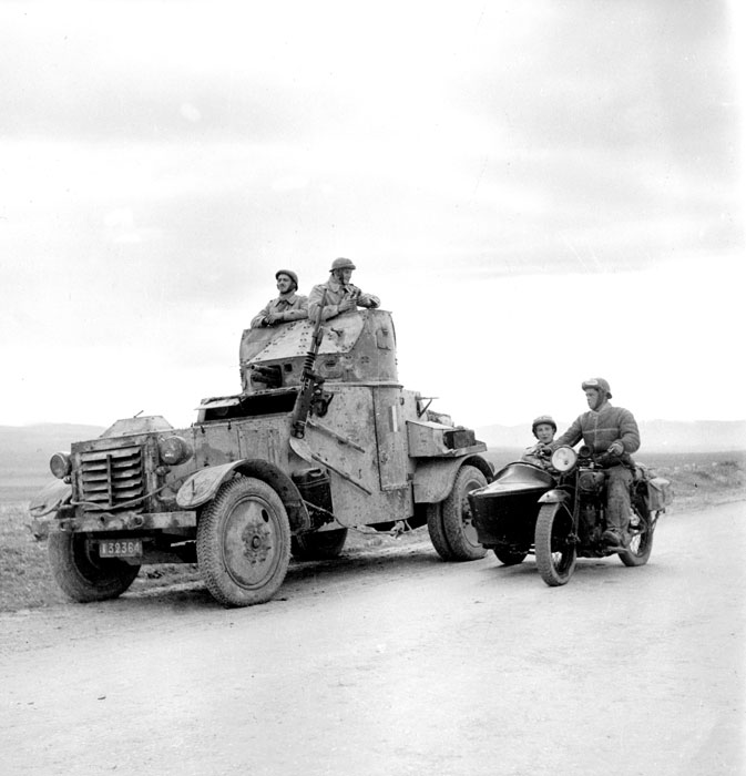French-AM50-with-motorcycles-in-Tunisia.