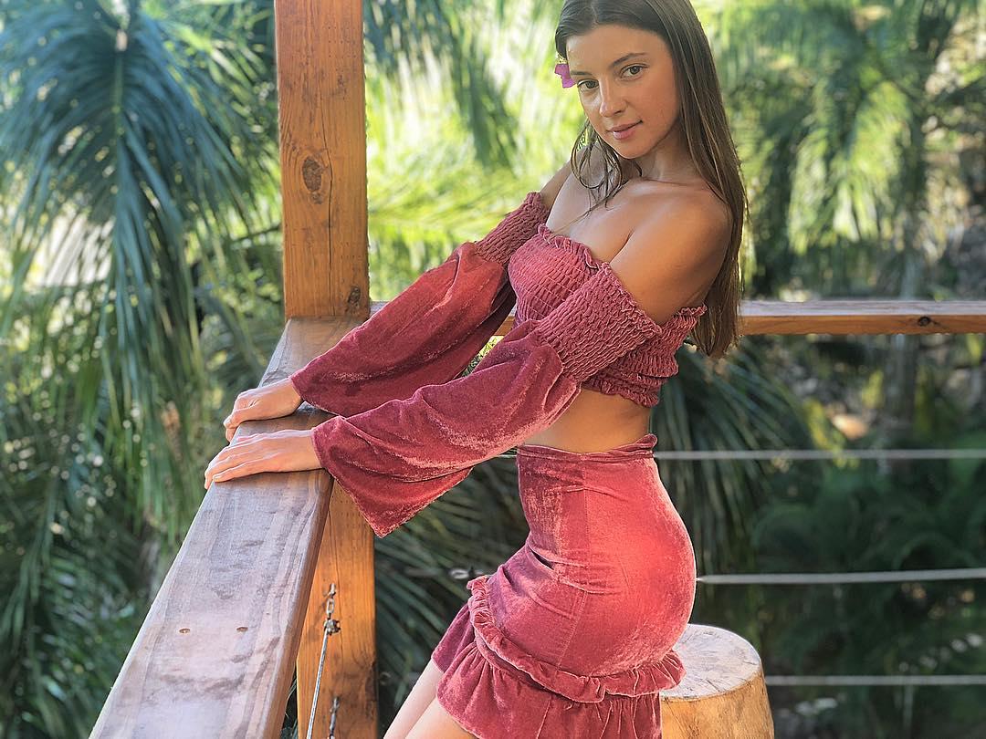 Maria-Ryabushkina-Wallpapers-Insta-Fit-Girls-8