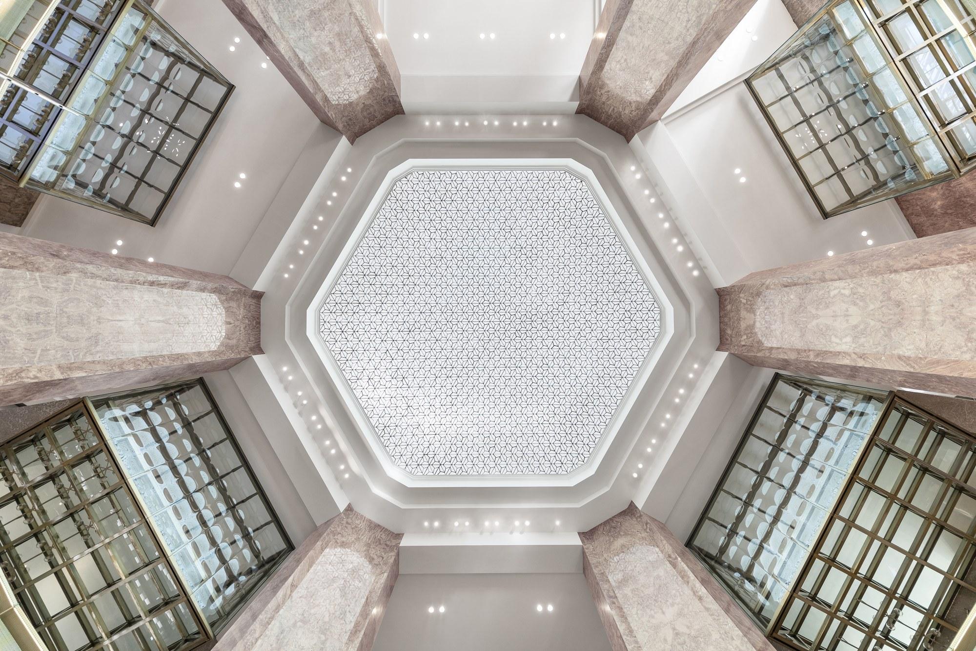 https://i.ibb.co/SytYbLd/Galeries-Lafayette-Champs-Elys-es-Coupole-mars-2019-c-Delfino-Sisto-Legnani-e-Marco-Cappelletti.jpg