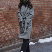 Katie-Holmes-steps-out-for-a-solo-stroll-on-Valentines-Day-around-Manhattans-Downtown-area-14-Feb-20