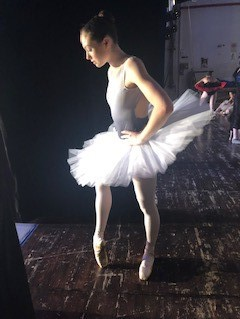 Amy-Groves-just-before-performing-Lilac-Fairy
