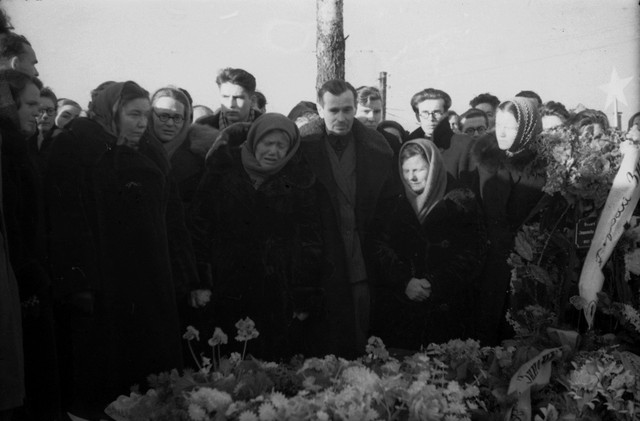 Dyatlov pass funerals 9 march 1959 26.jpg