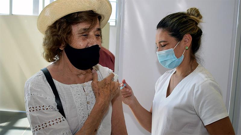 Cuántos días deben pasar entre la vacunación contra el Covid y la antigripal
