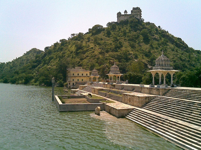 Jaisamand-lake-and-Sanctuary