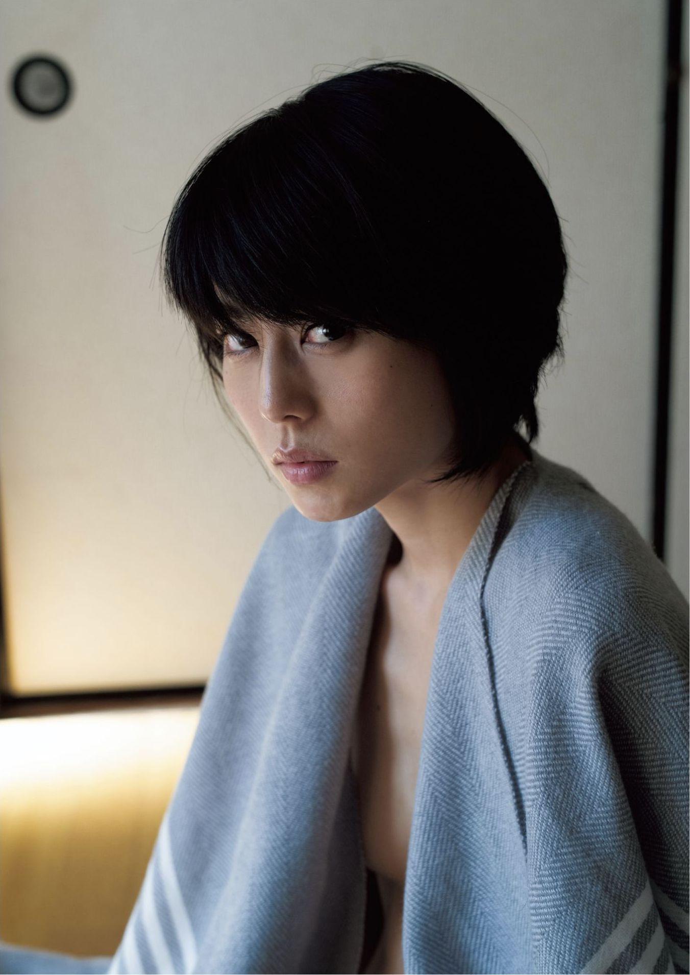 芳野友美ファースト写真集『或る女』070