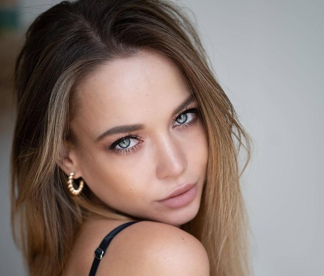 Angelina-Petrova-Wallpapers-Insta-Fit-Bio-12