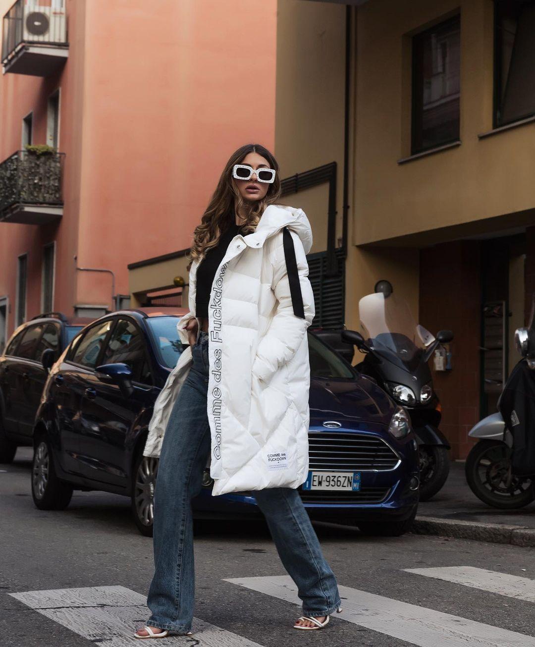 Roberta-Carluccio-Wallpapers-Insta-Fit-Bio-5