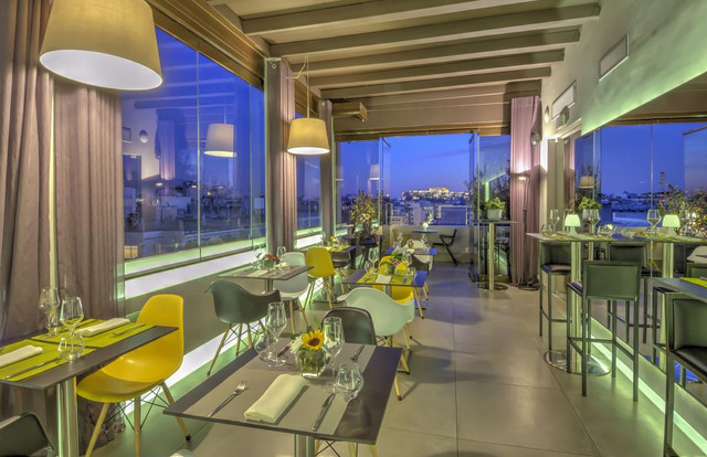 terraza-polis-grand-hotel-travelmarathon-es
