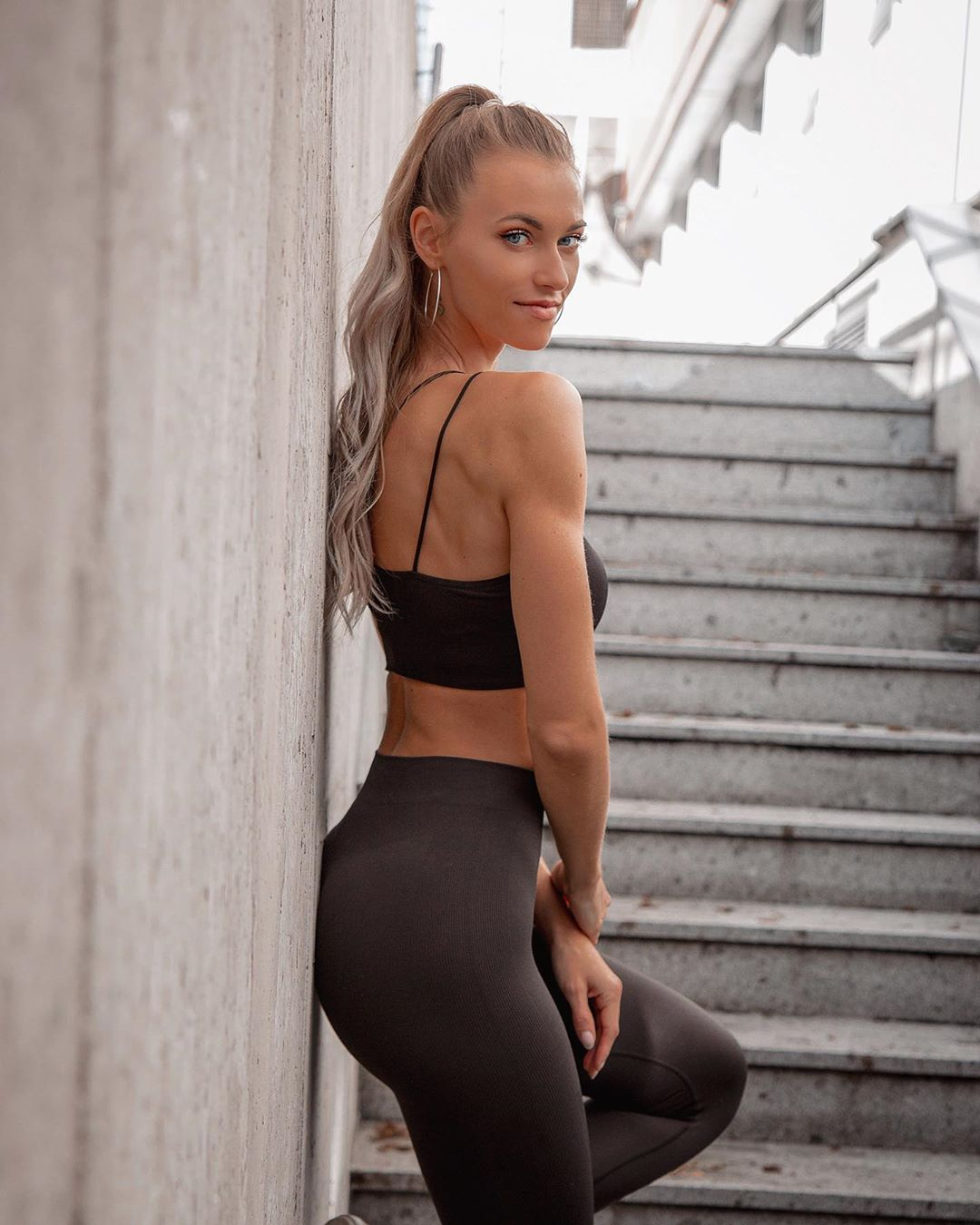 Sabrina-Guric-Wallpapers-Insta-Fit-Bio-11