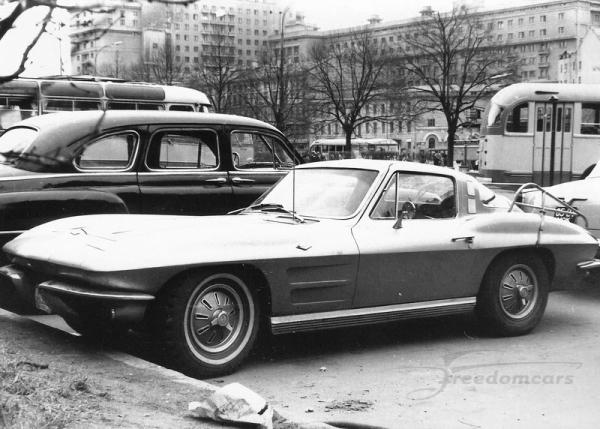 Western propaganda #2 - Page 3 64-Chevrolet-Corvette