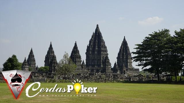 5 Tempat Bersejarah di Indonesia yang Wajib Kamu Datangi!