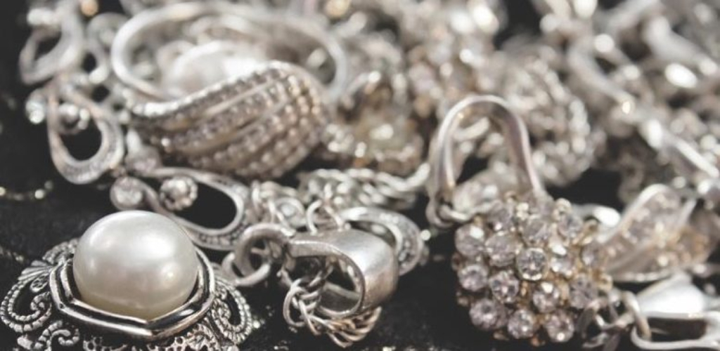 What The Experts Are not Saying About Jewelry And How It Affects You