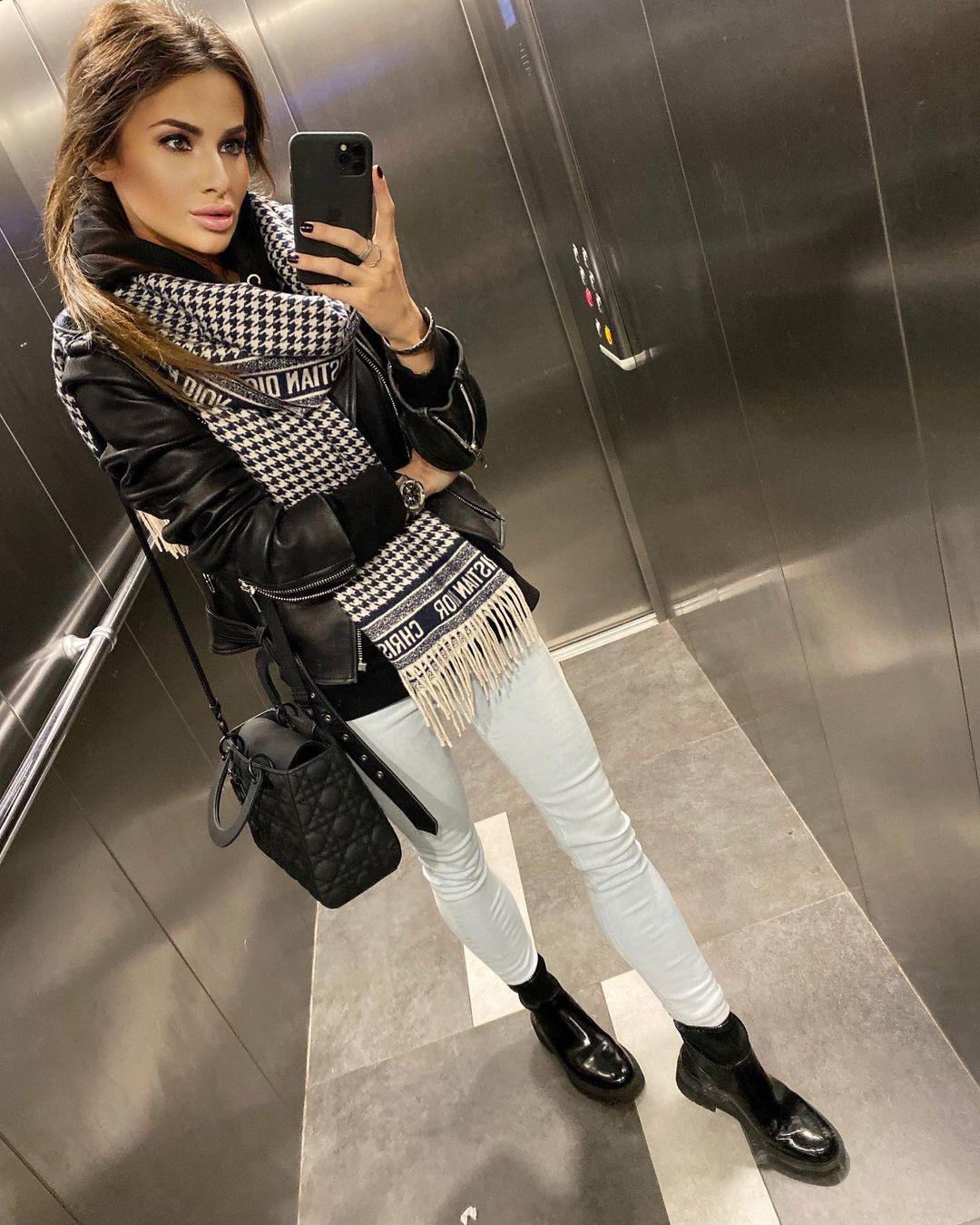 Paulina-Mai-Wallpapers-Insta-Fit-Bio-7