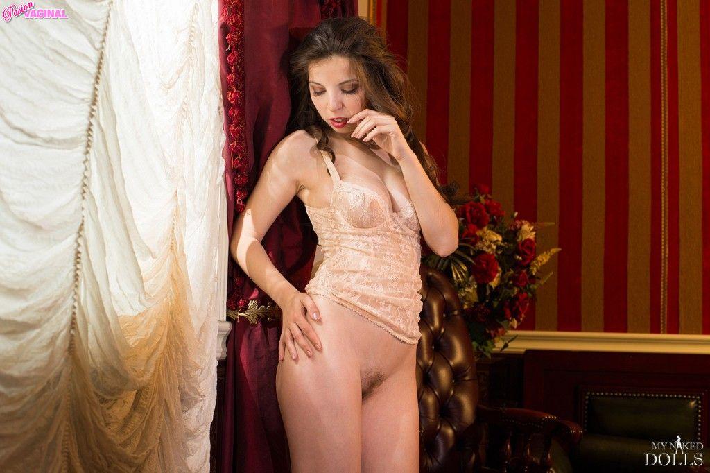 Karina-Avakyan-como-Miranda-Malena-en-My-Naked-Dolls-47