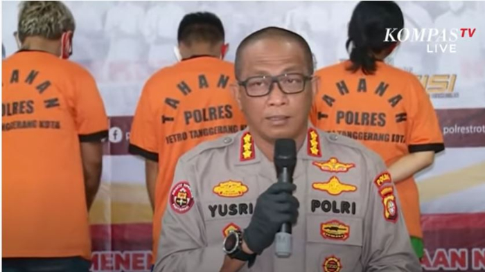 Humas Polda Metro Jaya Kombes Pol Yusri Yunus saat konferensi pers kasus penyalahgunaan narkoba yang melibatkan komika Coki Pardede.