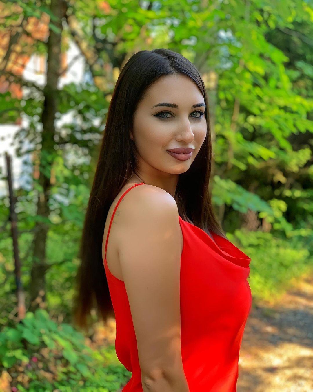 Diana-Mihajlovic-Wallpapers-Insta-Fit-Bio-21