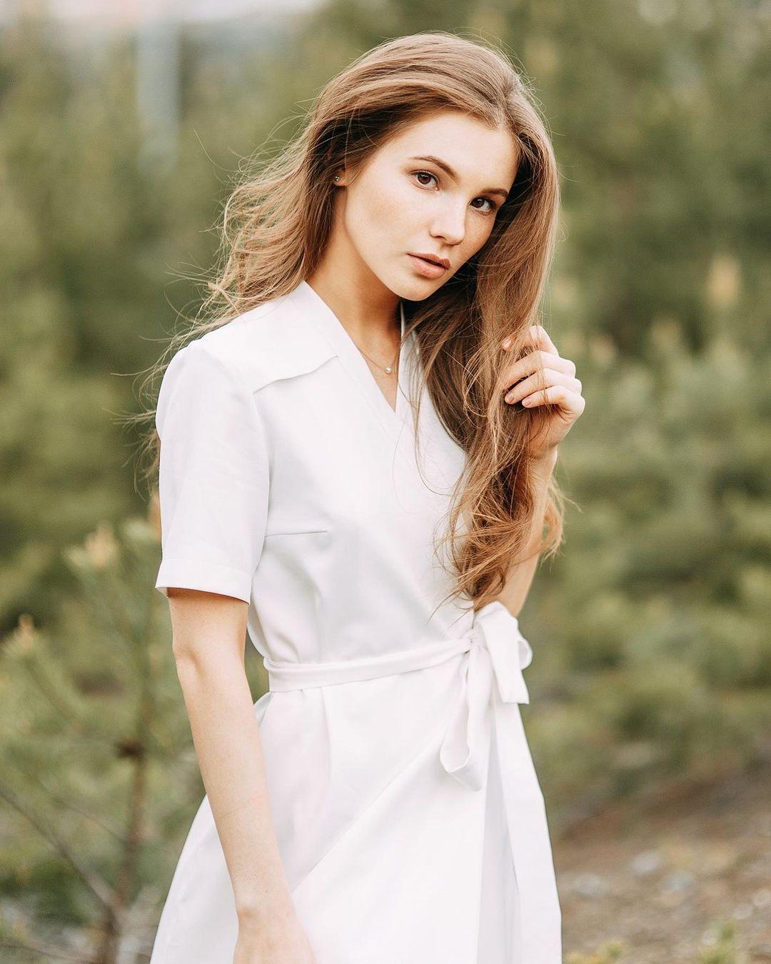 Anna-Kudinova-Wallpapers-Insta-Fit-Bio-6