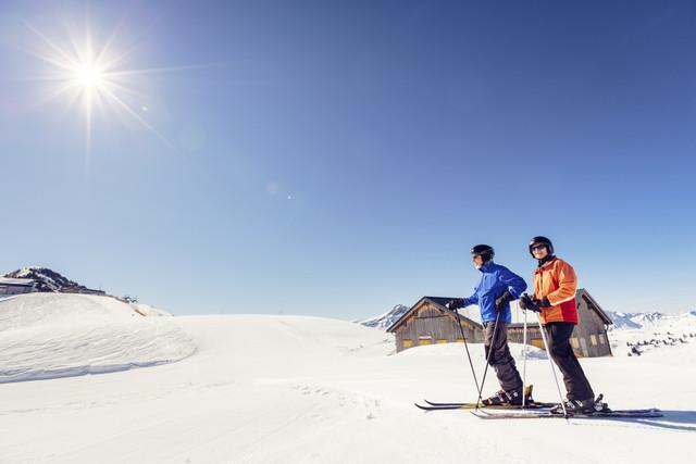 Senior-skiing-near-Damlser-Mittagsspitze-Damls-Austria
