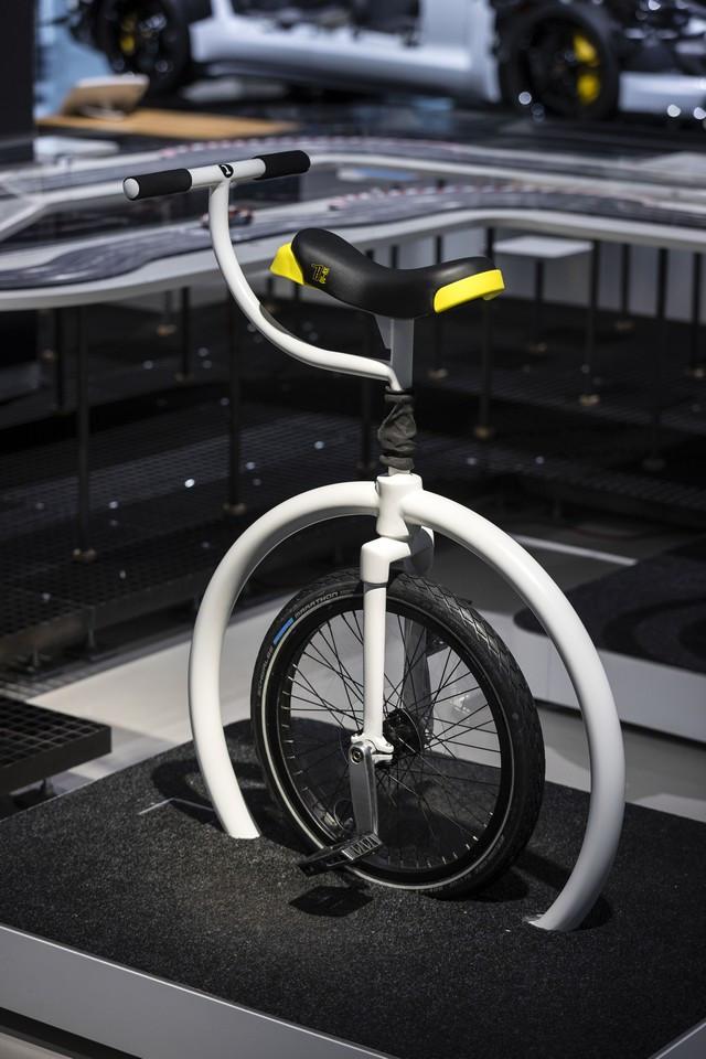 Porsche inaugure l'exposition « Porsche - Pionnier de la mobilité électrique» à Berlin  S20-3092-fine