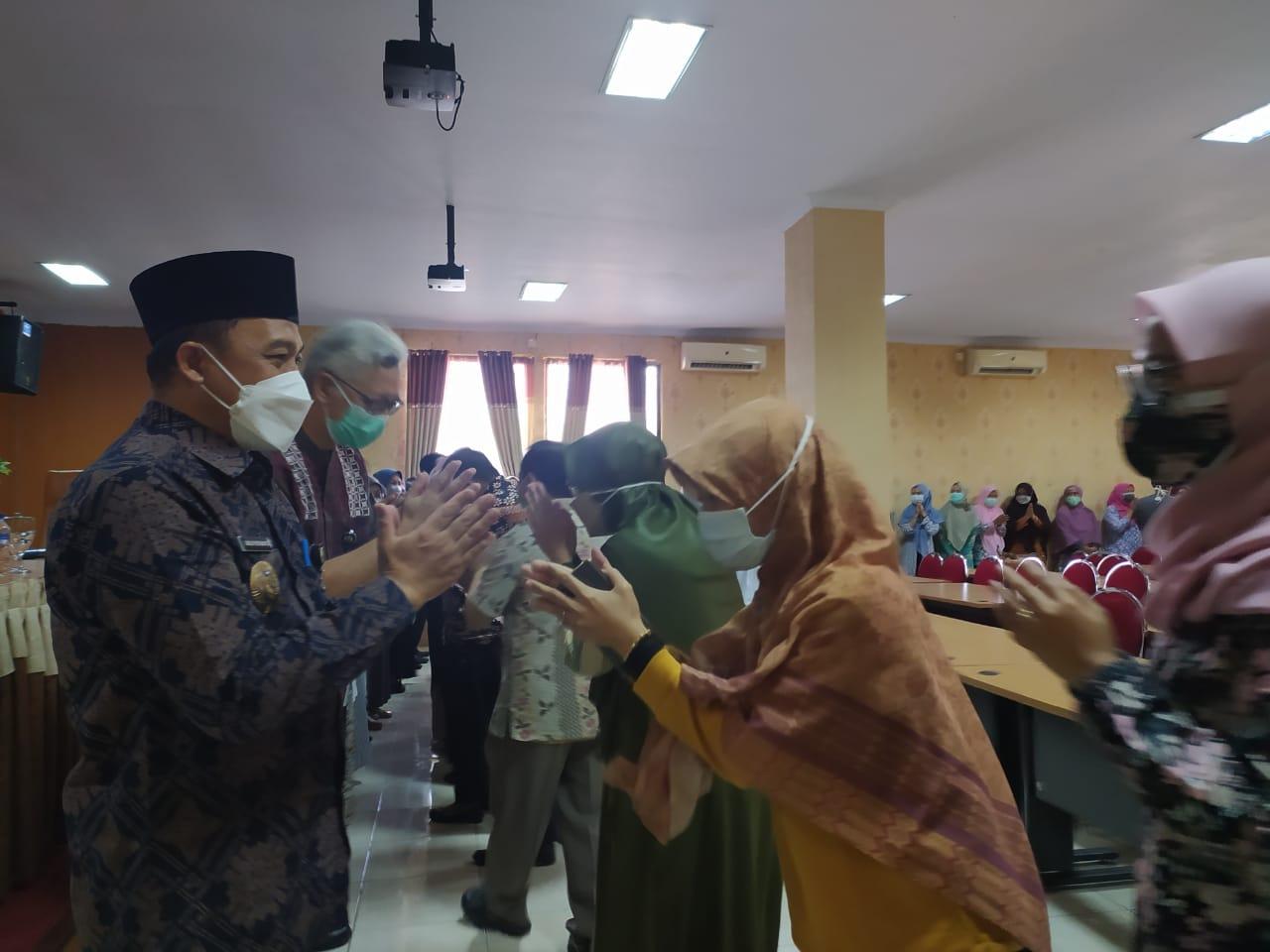05-Silaturahmi-dan-Penyerahan-Bantuan-Sosial-Untuk-Pelestina