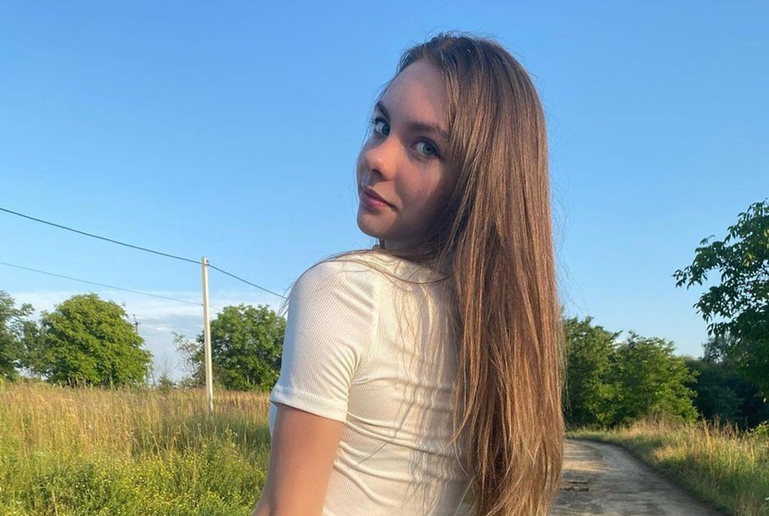Christin-Black-Wallpapers-Insta-Fit-Bio-14
