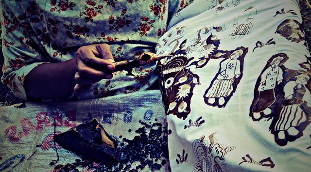 batik-peranakan-Cirebon-perajin2