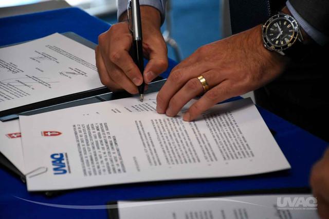 firma-convenio-UVAQ-5