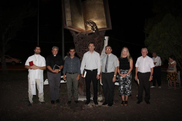 Locales: Aldea San Antonio: Inauguran el monumento a la Biblia