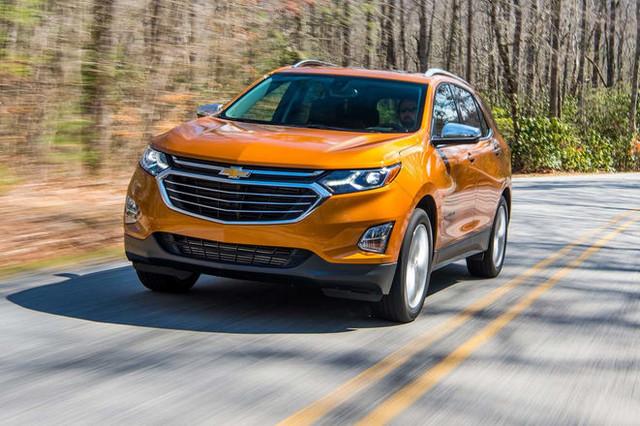 2018 Chevrolet Equinox front three quarter in motion 28 e1490646372466