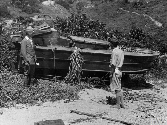 JAPANESE-SUICIDE-BOATS-NEAR-HONG-KONG-AUGUST-AND-SEPTEMBER-1945-PICNIC-BAY-A-30555-Japanese-would-be.jpg