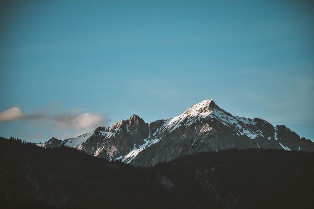 snow-top-mountain-under-clear-sky-1054218