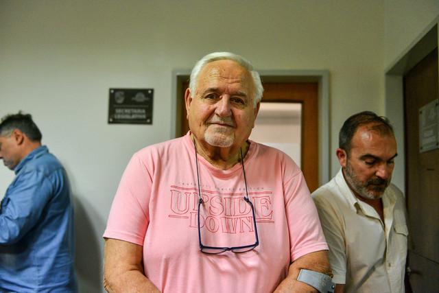 Foto-4-El-vecino-Roberto-Artiles-quien-realiz-una-importante-donaci-n-a-la-comunidad-presenci-la-ses