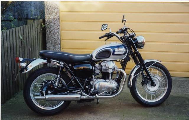 Kawasaki W650 2001.jpg