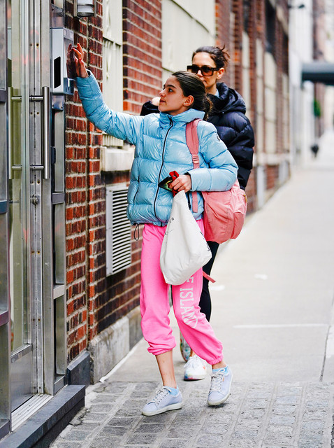 Katie-Holmes-and-look-a-like-daugher-Suri-Cruise-out-and-about-in-New-York-visiting-Suri-s-friend-Pi