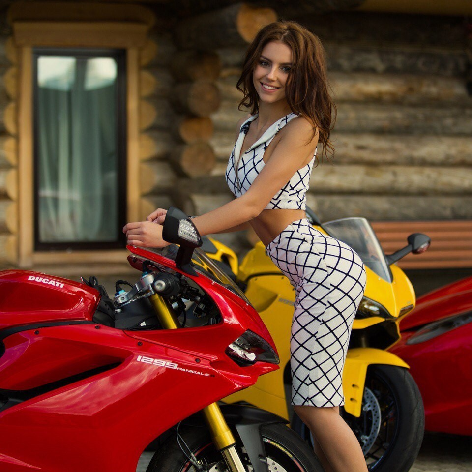 Galina-Dub-Wallpapers-Insta-Fit-Bio-12