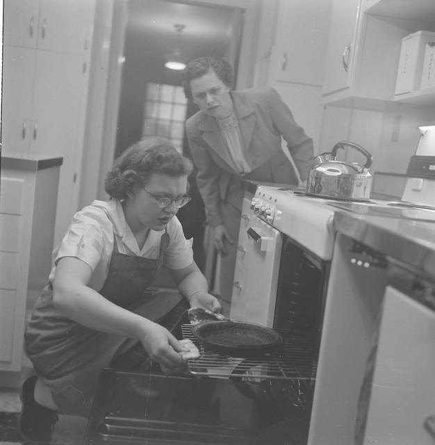 Home-Economics-course-at-Cornell-University-USA-1951