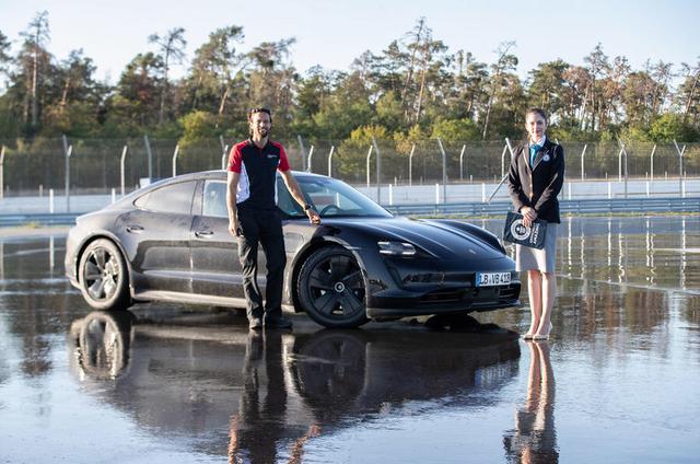 2019 - [Porsche] Taycan [J1] - Page 18 CA1-DB12-C-BDA1-4-FC0-9-CBC-B3-DB3-DD6532-B