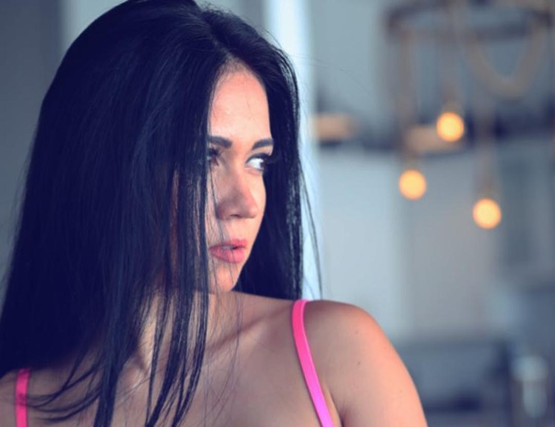 Clarissa-Mendez-Wallpapers-Insta-Fit-Bio-3