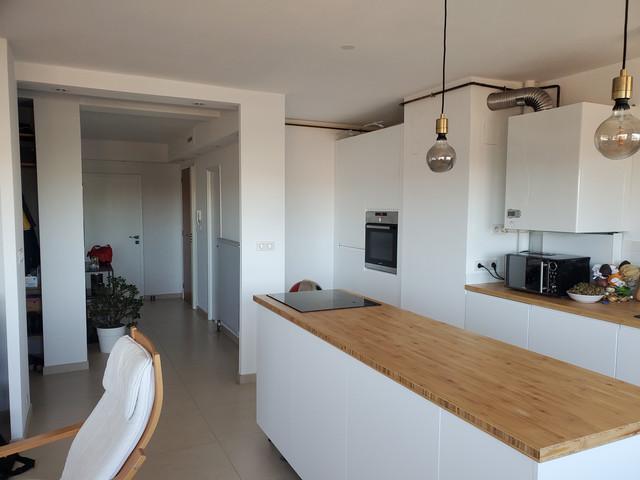 Idée Couleurs Salon ouvert sur Cuisine blanc/bois clair 20211007-113743