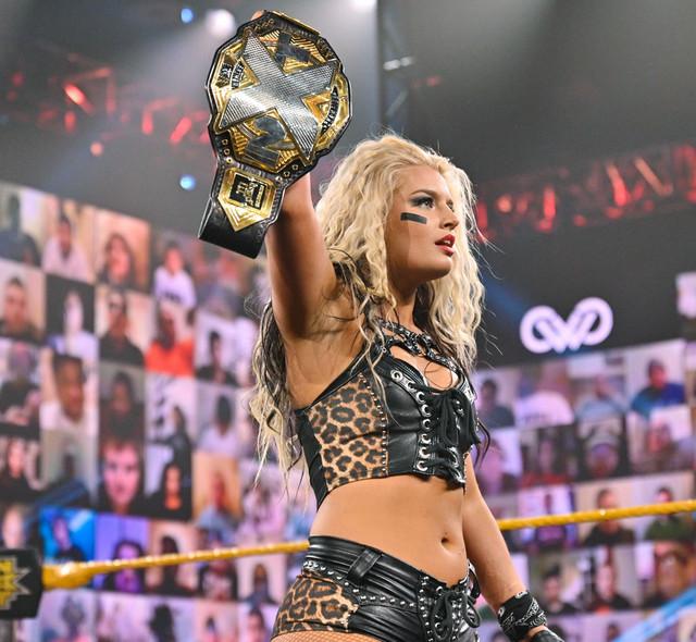 Toni Storm y Mercedes Martínez ataca a Io Shirai NXT 27 enero
